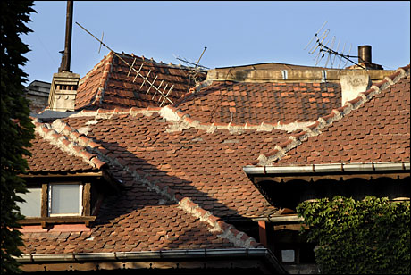 3 antene gunoi pe acoperis