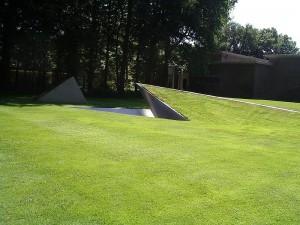 800px-Kroller-Muller_EntranceSculpture2